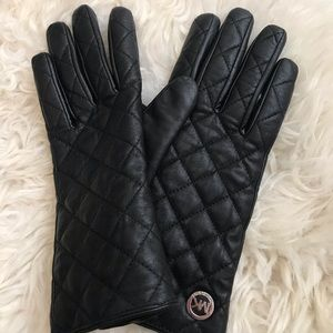 Black Michael Kors quilted leather gloves